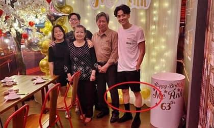 Đăng ảnh bên gia đình nhân dịp sinh nhật mẹ, nhìn đôi chân như que củi của Ngô Kiến Huy mà xót xa