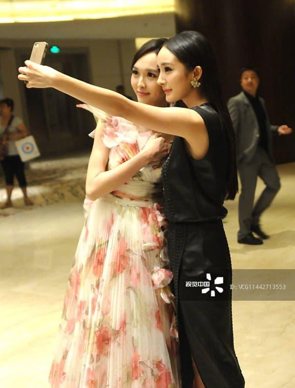 Dương Mịch và Đường Yên 'bơ' nhau tại sự kiện, xem lại ảnh quá khứ mới thấy họ từng rất 'tình hương mến thương'  3