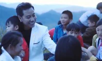 Ca sĩ Lâm Trí Tú phát hành USB ca nhạc gom tiền mua sách cho học sinh nghèo