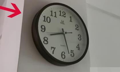 Dù là gia đình nào cũng nhớ đừng treo đồng hồ ở hai nơi! Đó không phải là mê tín, nên chuyển đi ngay lập tức