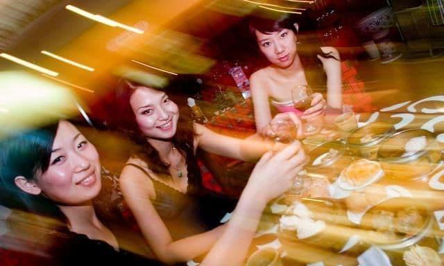 Ba thói quen này trên bàn rượu sẽ khiến bạn ngày càng xấu đi, vì vậy hãy sửa càng sớm càng tốt