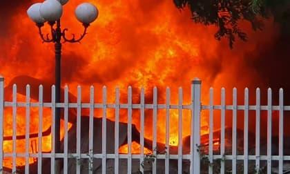 Hoả hoạn kinh hoàng, lửa cháy ngùn ngụt bao trùm khu công nghiệp Yên Phong, Bắc Ninh