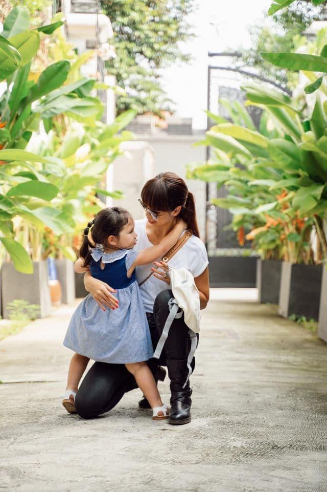 Hà Anh và con gái 0