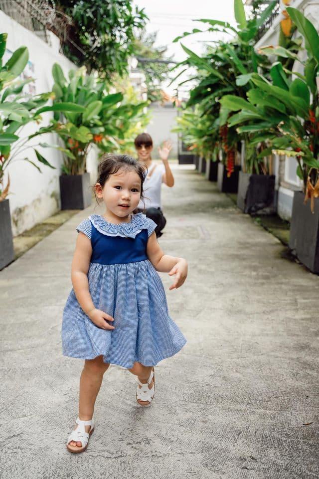 Hà Anh và con gái 1
