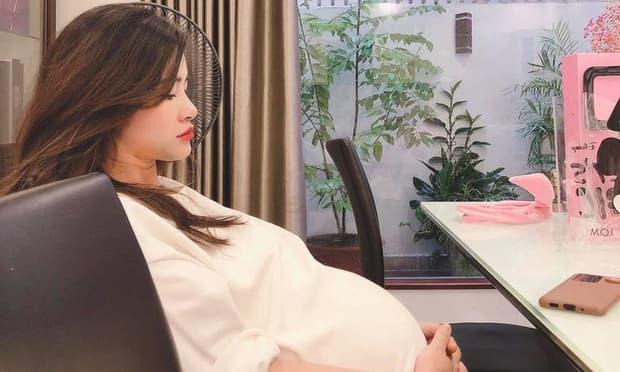 Mẹ bầu Đông Nhi bị trợ lí đăng ảnh chụp bằng camera thường, bóc luôn chế độ ăn uống kì lạ