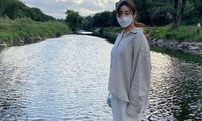 Tình cũ Hyun Bin lộ diện với sắc vóc khác lạ sau đám cưới riêng tư cùng bác sĩ Đông y