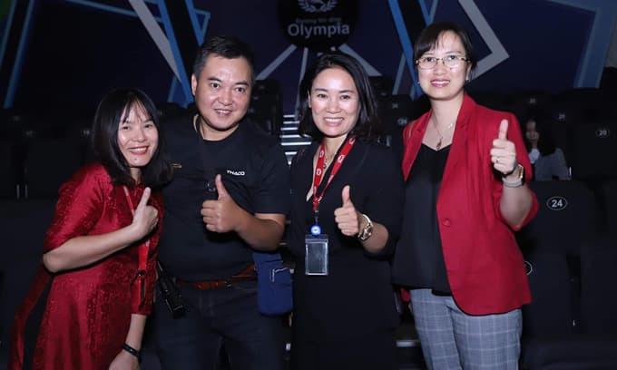MC Lưu Minh Vũ khoe ảnh ekip Đường lên đỉnh Olympia năm đầu tiên, 20 năm đã thay đổi rất nhiều