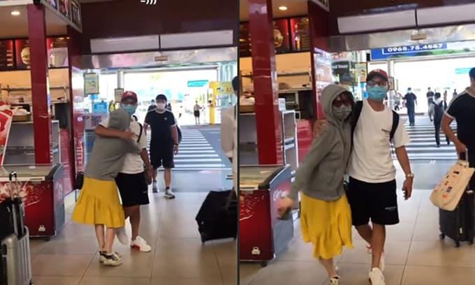 Huỳnh Anh ôm Quang Hải chặt cứng ở sân bay, trang phục kín mít gây chú ý