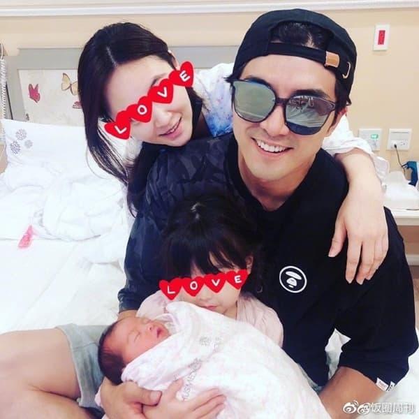 'Mỹ nam xứ Đài' Hạ Quân Tường ép vợ sinh sớm 2 tuần vì không thích con gái mang cung Xử Nữ 0