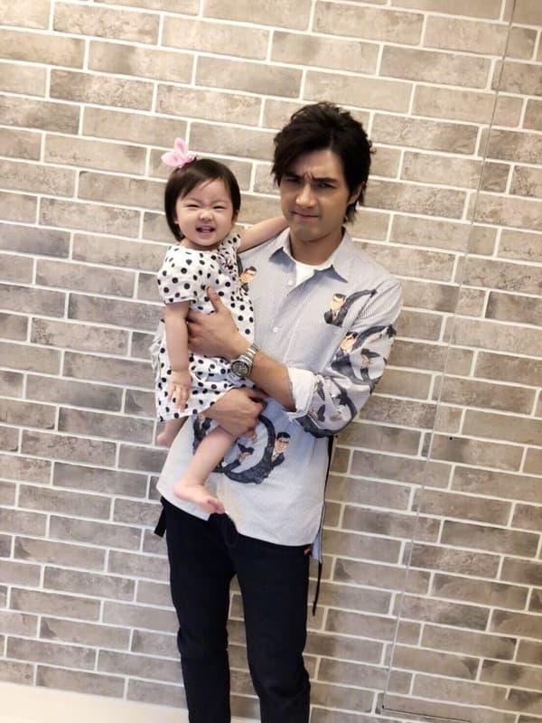 'Mỹ nam xứ Đài' Hạ Quân Tường ép vợ sinh sớm 2 tuần vì không thích con gái mang cung Xử Nữ 4