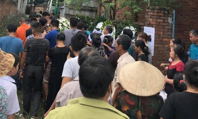 Vừa sạc pin vừa dùng điện thoại, nam thanh niên bị sét đánh tử vong ở Hà Nội