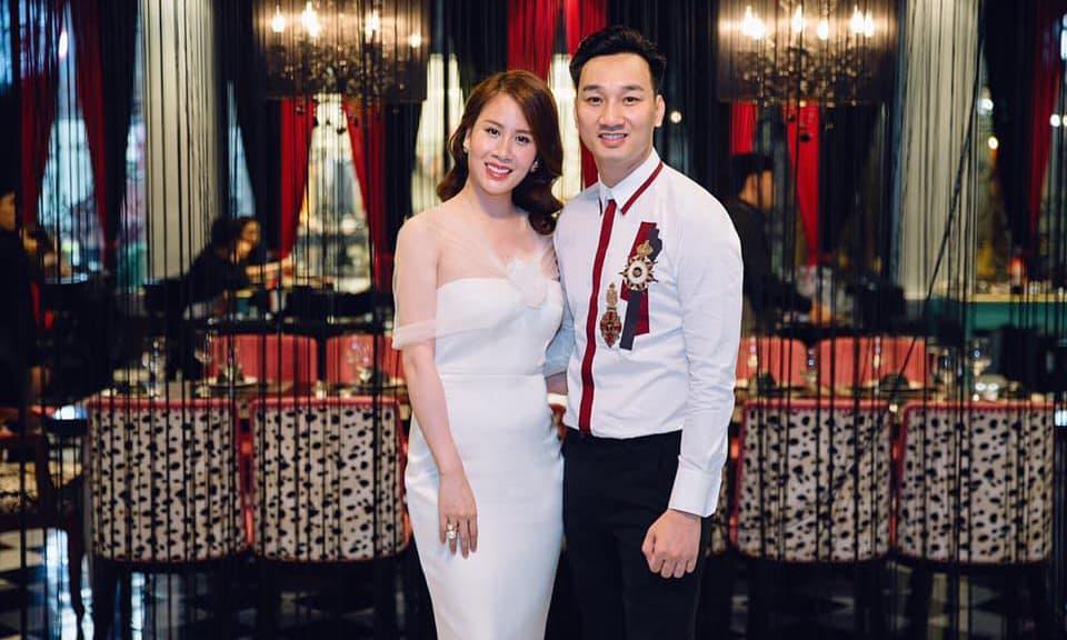 Vợ MC Thành Trung tuyên bố gia nhập hội nghiện chồng, dại trai vì lí do rất thuyết phục