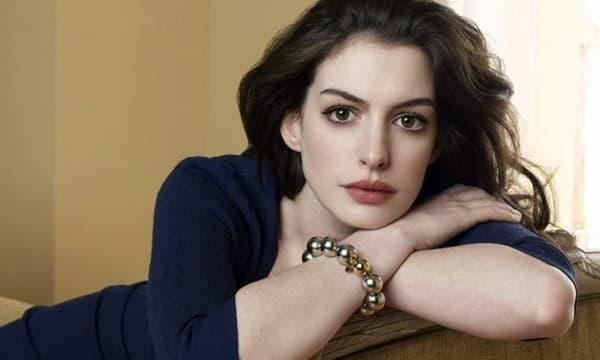 Từng được mệnh danh là 'nữ thần đẹp không góc chết', nhan sắc Anne Hathaway giờ đây thay đổi thế nào?  0