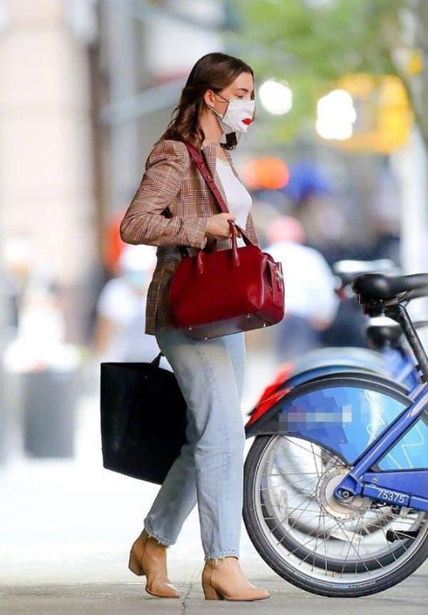 Từng được mệnh danh là 'nữ thần đẹp không góc chết', nhan sắc Anne Hathaway giờ đây thay đổi thế nào?  9