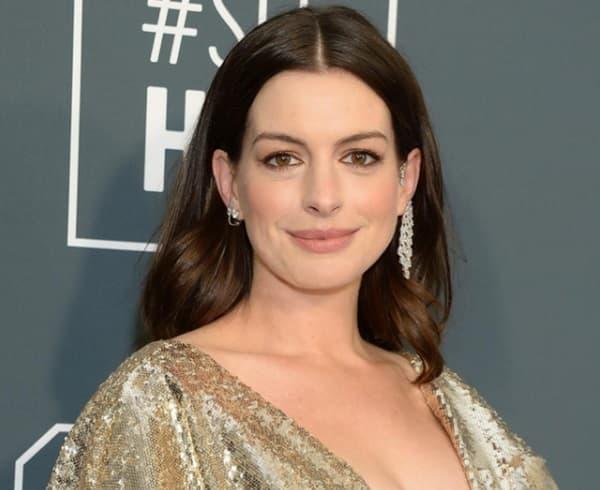 Từng được mệnh danh là 'nữ thần đẹp không góc chết', nhan sắc Anne Hathaway giờ đây thay đổi thế nào?  2