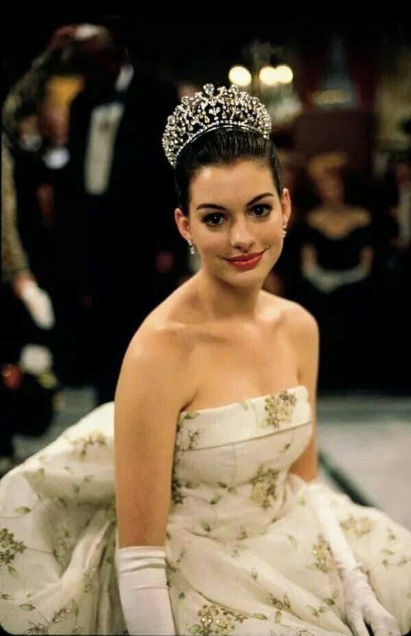 Từng được mệnh danh là 'nữ thần đẹp không góc chết', nhan sắc Anne Hathaway giờ đây thay đổi thế nào?  3
