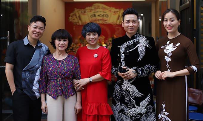 Nghệ sĩ phía Bắc cúng tổ nghề sân khấu tại nhà thờ tổ nghiệp của ca sĩ Linh Nguyễn