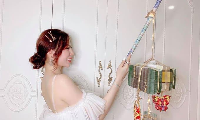 Gái xinh Sài thành khoe đèn lồng trị giá 3,5 tỷ khiến dân tình choáng váng