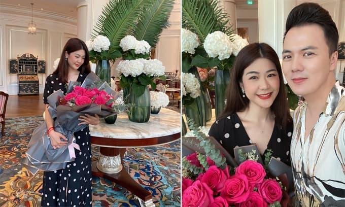 Nữ cơ trưởng Huỳnh Lý Đông Phương đón sinh nhật ấm cúng bên bạn bè, người thân