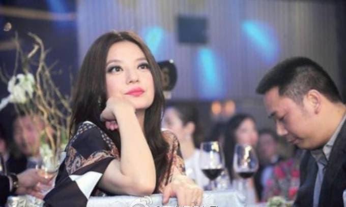 Triệu Vy và chồng đại gia ly thân, thỏa thuận ngầm không xen vào chuyện tình cảm của nhau?