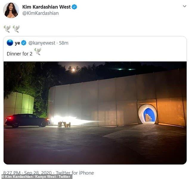 Kim Kardashian khoe ảnh gia đình hạnh phúc bên Kayne West và 4 con sau khi rộ tin đồn ly hôn 1