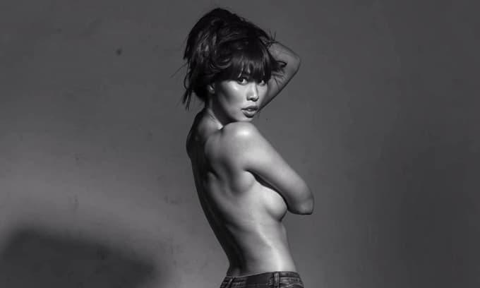 Bị chê da đen, răng hô, ngực lép, siêu mẫu Hà Anh tung liền ảnh bán nude dằn mặt anti-fan: 'Có bạn xấu thì có'