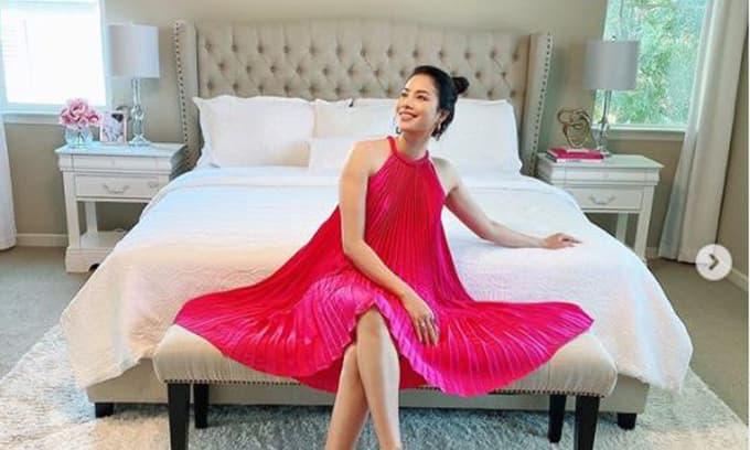 Phạm Hương đăng ảnh trong phòng ngủ sang chảnh, diện váy giấu dáng giữa tin đồn bầu bí lần hai
