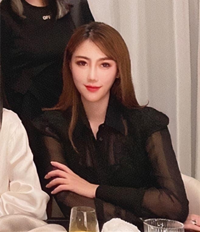 Hé lộ gia thế khủng của hội chị em Angela Baby khiến bà xã Huỳnh Hiểu Minh cũng phải lép vế 8