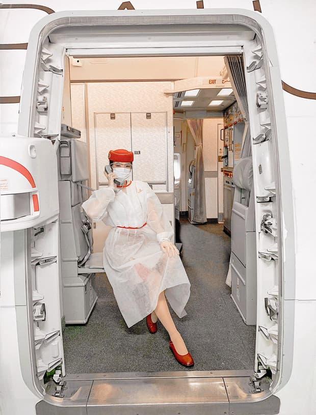 Gái đẹp Việt làm tiếp viên tại hãng hàng không đắt giá nhất hành tinh: Lương hơn 1 tỷ/năm, từng đặt chân đến 76 quốc gia - 1