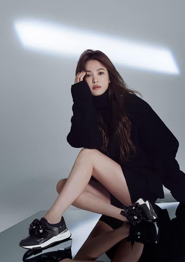 Song Hye Kyo khoe chân nuột nà, đẹp ma mị khiến 'vạn người mê' nhưng lại bị so sánh với Son Ye Jin, nhìn thế này thì ai nghĩ hơn tuổi? 0
