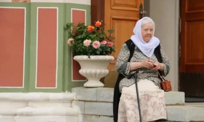 Những điều kỳ quặc ở Nga: Nhà dù rộng giường vẫn rất hẹp, các cô gái luôn để lộ đùi và các bà già vẫn làm việc...