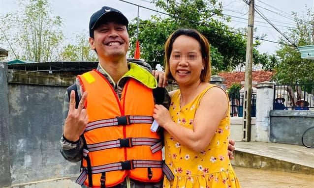 MC Phan Anh đăng ảnh cứu trợ miền Trung đầu tiên lên mạng xã hội