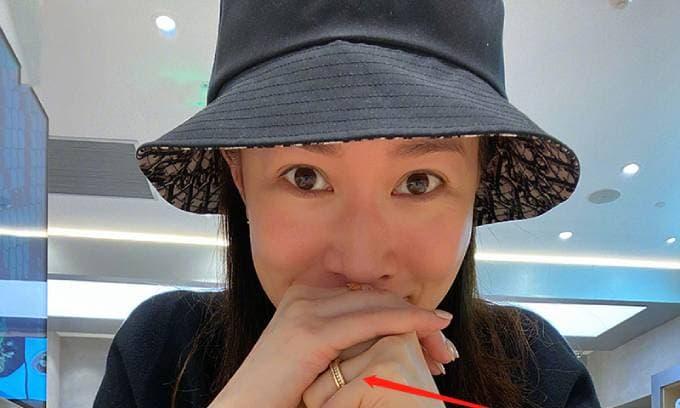 'Kế Hoàng hậu' Xa Thi Mạn bị nghi ngờ có tin hỷ khi đeo nhẫn ở ngón áp út