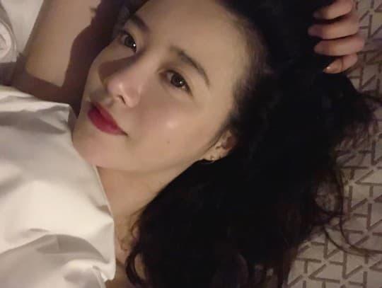 Hậu ly hôn Goo Hye Sun đăng ảnh khoe vai hờ hững được khen độc thân quyến rũ 5
