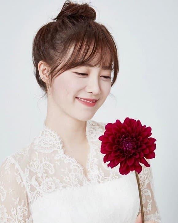 Hậu ly hôn Goo Hye Sun đăng ảnh khoe vai hờ hững được khen độc thân quyến rũ 2