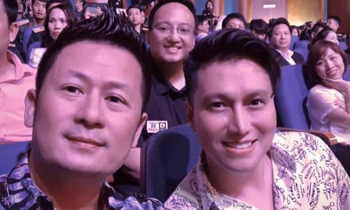 Việt Anh lộ gương mặt khác lạ, nhất là phần mũi 'sai sai' khi chụp hình chung với Bằng Kiều