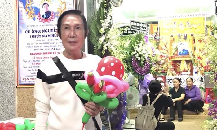 'Ông hoàng cải lương' Vũ Linh từ chối chạy show để đến viếng bố của người yêu cũ