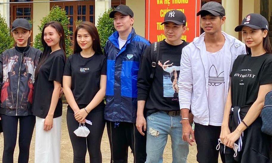 Lan Ngọc và Chi Dân công khai xuất hiện chung, cùng dàn nghệ sĩ tới miền Trung cứu trợ