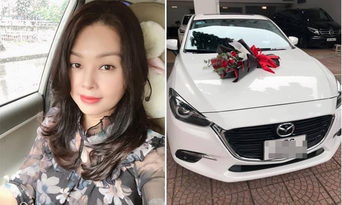 Diễn viên Thanh Tú 'cháo lòng' tậu xe hơi mới