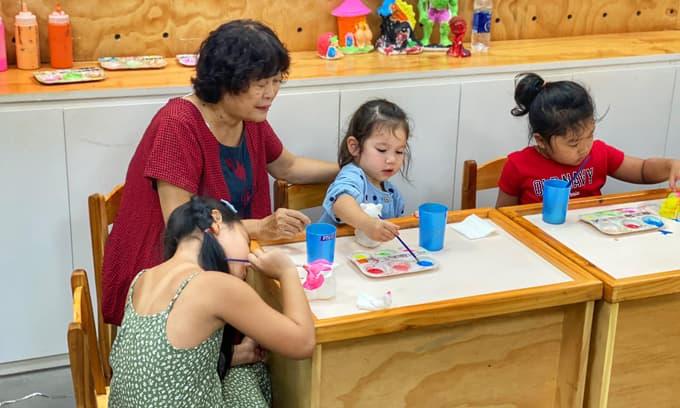 Hà Anh tiết lộ về mối quan hệ giữa mẹ và hai con riêng của bố