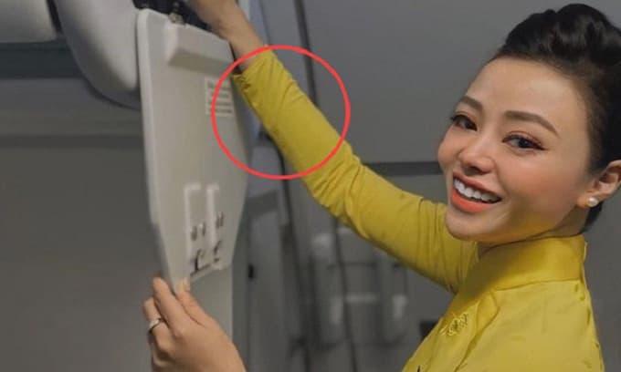 Nữ tiếp viên hàng không hé lộ 'bí mật' giấu trong trang phục, dù bạn đi máy bay cả nghìn lần cũng chưa biết