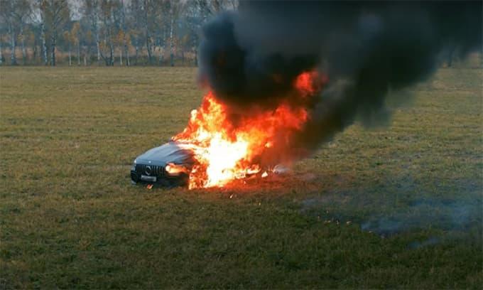 Bực bội vì đại lý không chịu bảo hành, dân chơi tưới xăng 'hoả thiêu' siêu xe gần 4 tỷ đồng