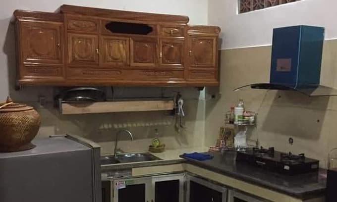 Gia chủ treo kệ tivi ở phòng khách làm tủ để bát: Dân tình người trầm trồ vì quá chất, kẻ lại lo sập