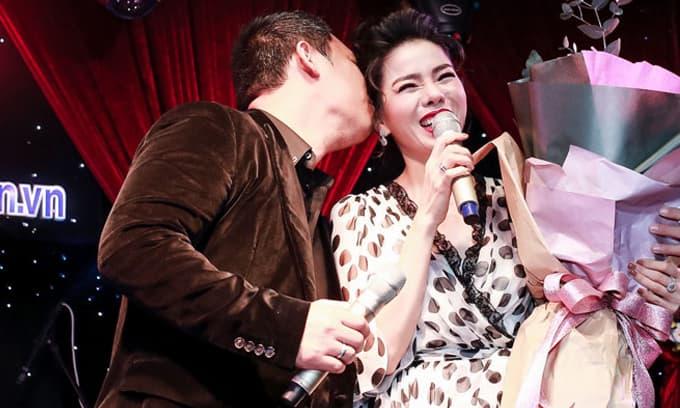 Nụ hôn cuối cùng trước chốn đông người của Lệ Quyên và chồng được dân mạng rần rần chia sẻ