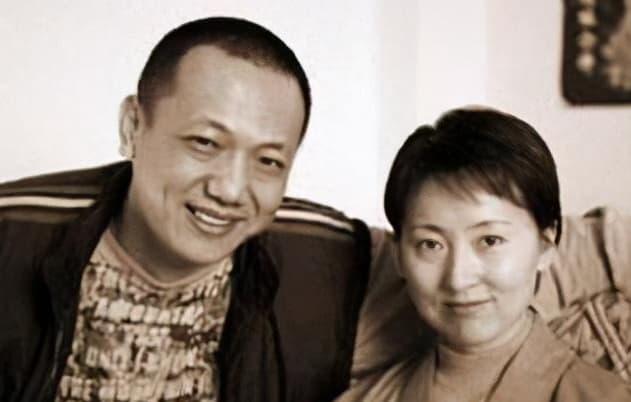 Mười ba năm trước, Trần Hiểu Húc và chồng cùng đi tu, sau cô bị bệnh mà chết, người chồng bị đồn là đã hoàn tục và tái hôn 2