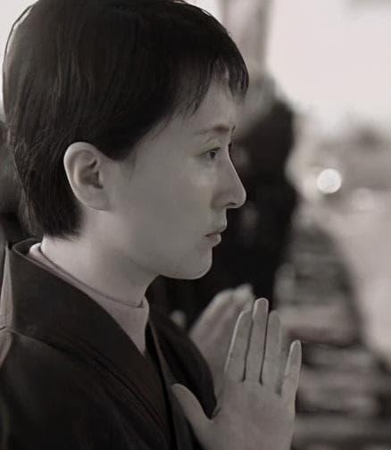 Mười ba năm trước, Trần Hiểu Húc và chồng cùng đi tu, sau cô bị bệnh mà chết, người chồng bị đồn là đã hoàn tục và tái hôn 0