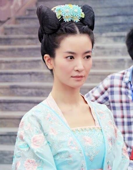 Triệu Lệ Dĩnh từng làm nền cho cô và bị chửi vì cô giờ đây người là sao hạng A người tàng hình trong showbiz 0