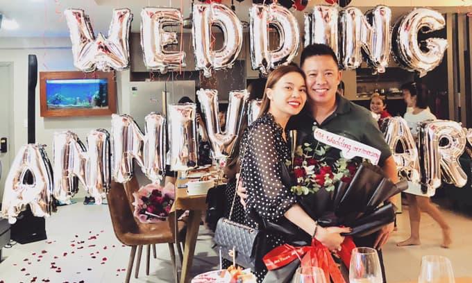 Giang Hồng Ngọc bật khóc khi được ông xã tổ chức kỉ niệm 1 năm ngày cưới