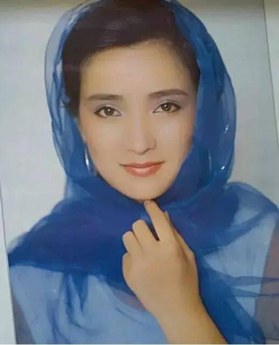 Người đẹp cổ trang Hà Tình, 55 tuổi, bị Hứa Á Quân bỏ rơi, đã từng bị u não và được chăm sóc như công chúa 8