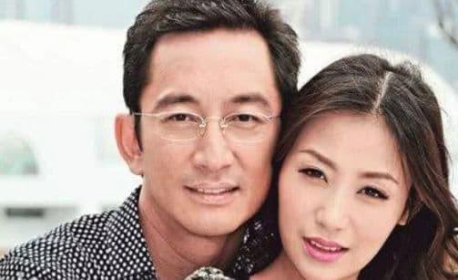 Sao nam gần 50 tuổi kết hôn với người đáng tuổi cháu, sau 7 năm chung sống mất tài sản kếch xù và hiện đang ở cùng con gái trong căn nhà tồi tàn